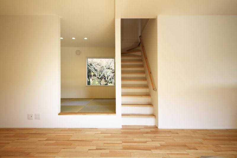 >リビング階段とロケーションの良い小上がり和室。