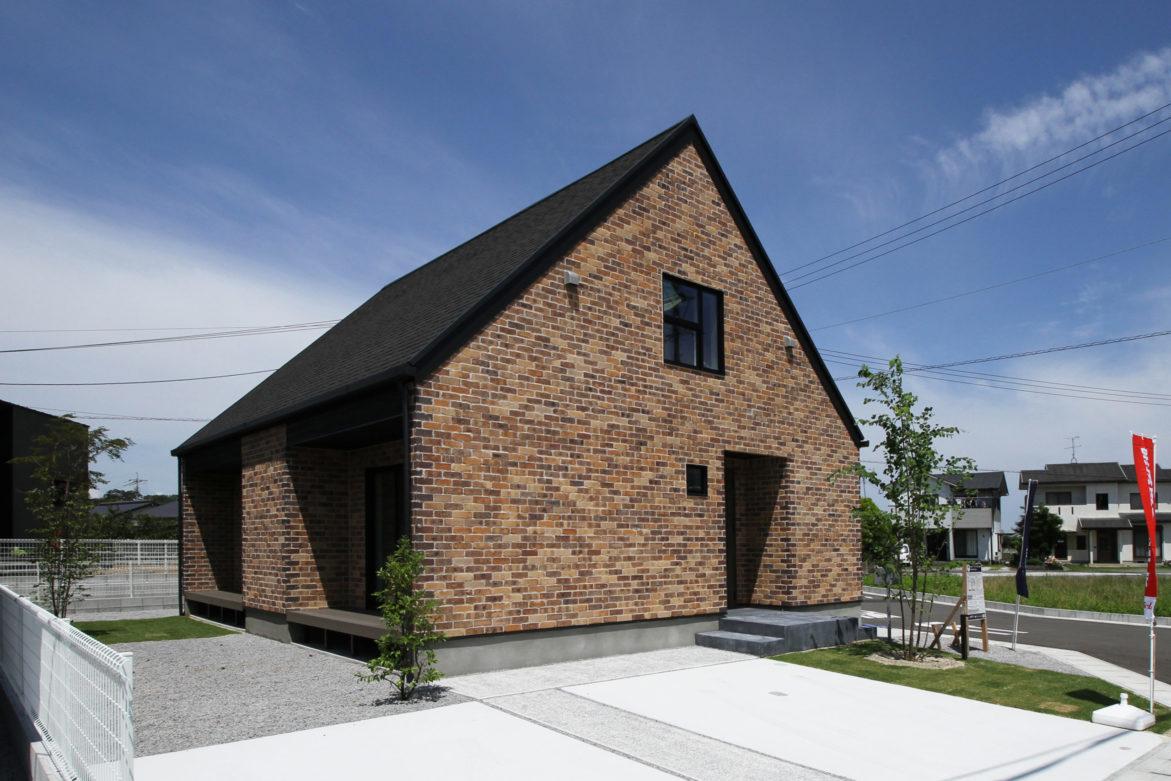 ブリックタイルの家