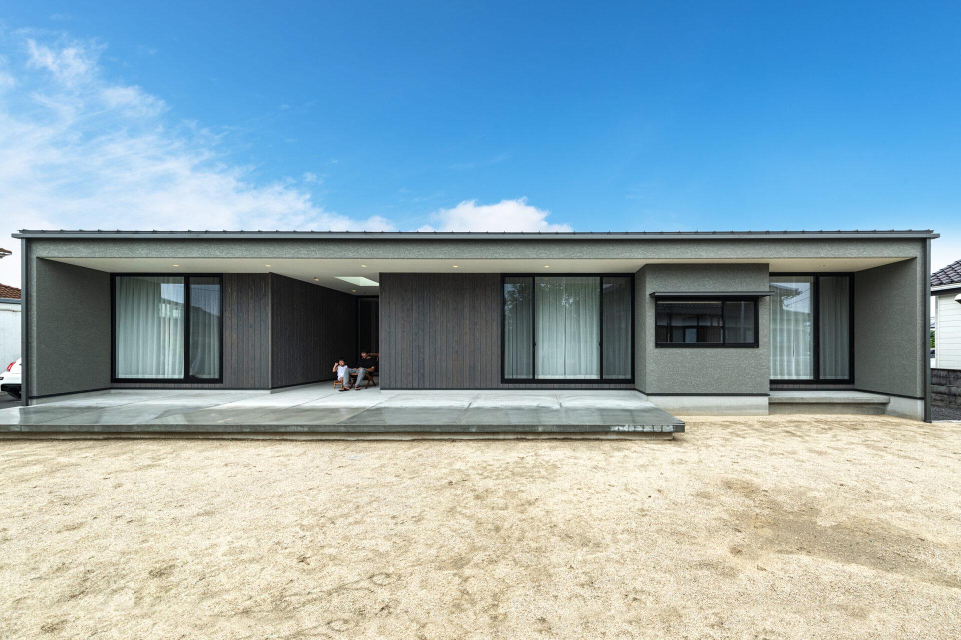 [耐震構法SE構法]土間テラスと中庭のある平屋の住まい